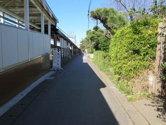 北鎌倉駅東口 線路沿い