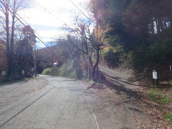葛原神社前の道