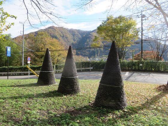 アート作品No.6 両側の丘の斜面