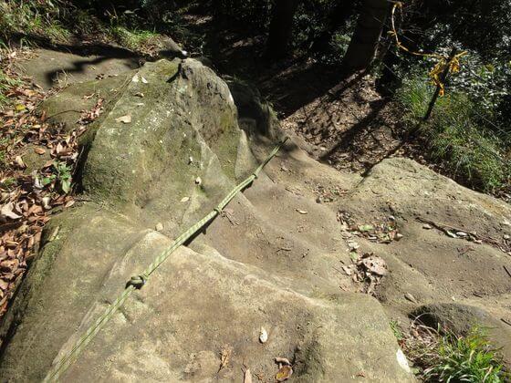 天園ハイキングコース 岩場
