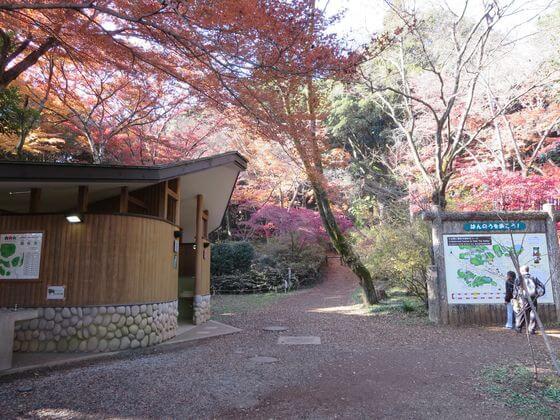 天覧山 広場 トイレ