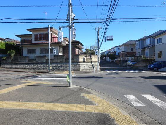 鶴川第二小学校東交差点