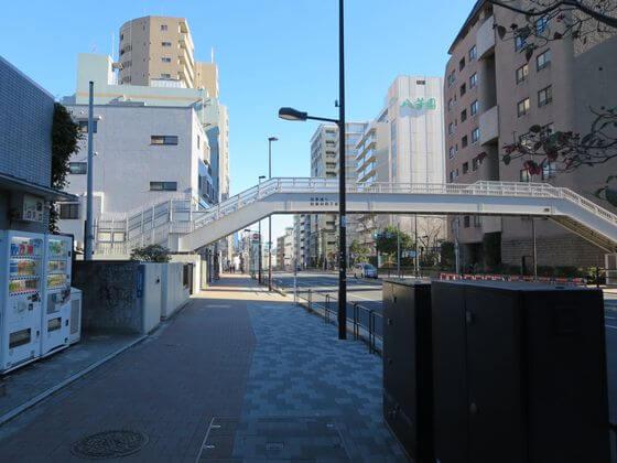 白金台駅 2番出口