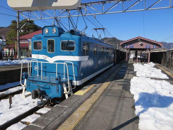 デキ302牽引鉱石貨物列車