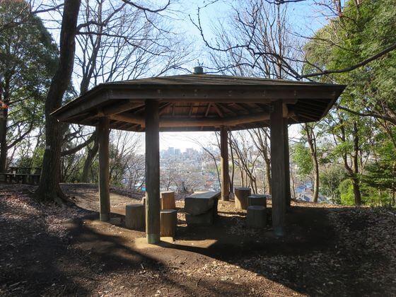かしの木山自然公園 六角亭