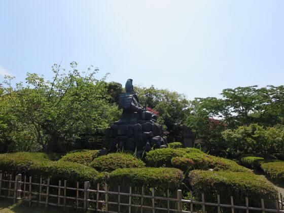 源頼朝像 源氏山公園