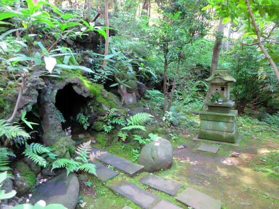 西行稲荷神社 岩穴