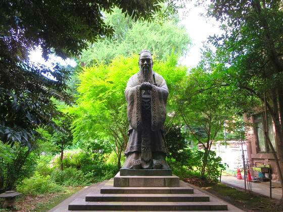 湯島聖堂 孔子銅像
