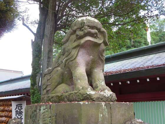 大國魂神社 中雀門 狛犬 左