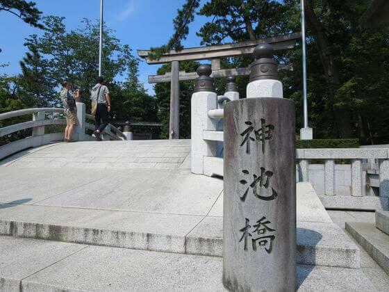 寒川神社 神池橋