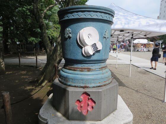 浅草寺 天水桶 左