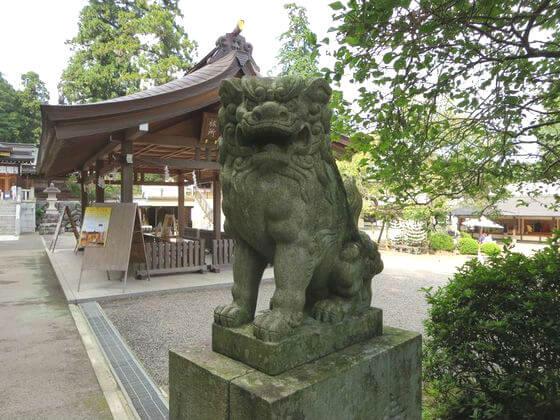 高麗神社 狛犬 右