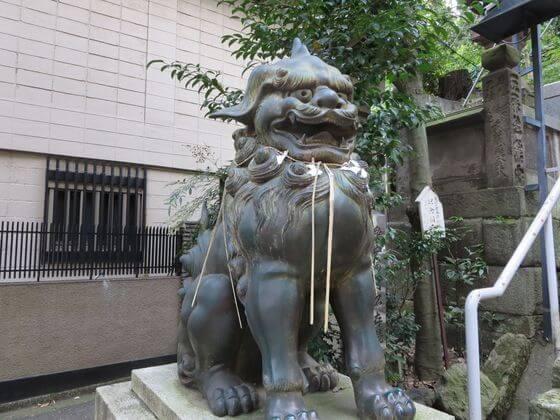 愛宕神社 狛犬 左