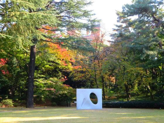 安田侃の彫刻「風」