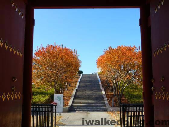 紅葉 旧台徳院霊廟惣門