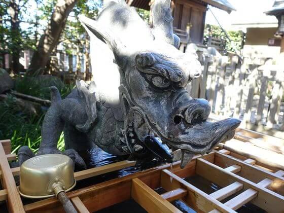 新宿 厳島神社 手水舎 龍