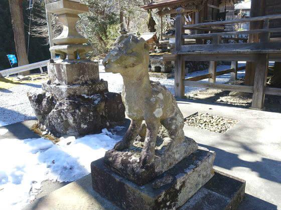 八日見山龍頭神社 オオカミ