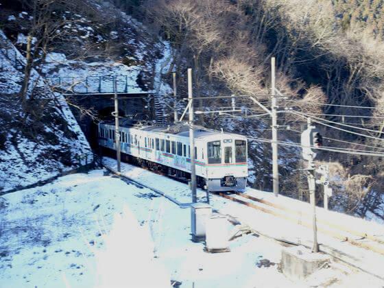 あしがくぼの氷柱 トンネル 電車