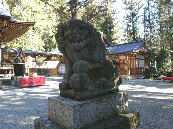 宝登山神社 狛犬 右