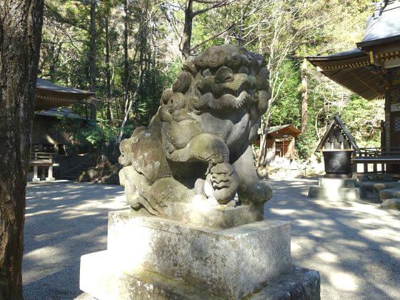 宝登山神社 狛犬 左