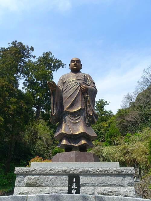 妙本寺 日蓮聖人銅像