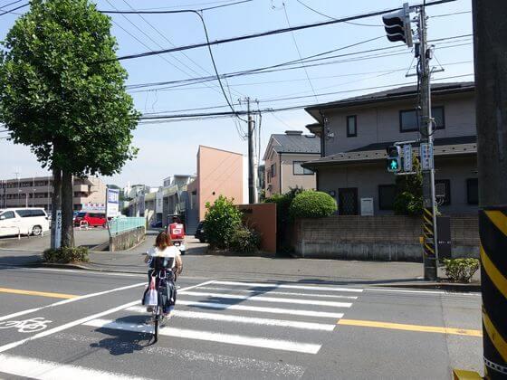稲田小学校前交差点