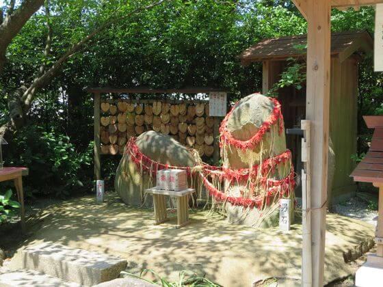 葛原岡神社 縁結び石