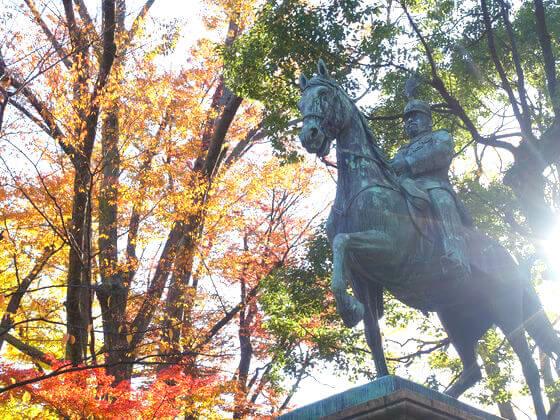 有栖川宮熾仁親王騎馬像