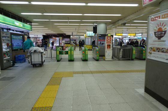 市川駅 中央口改札