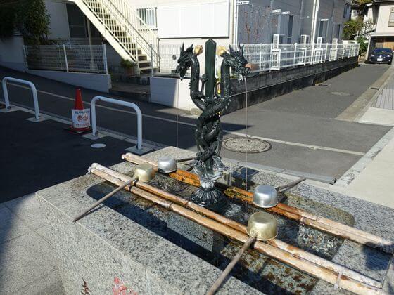横浜成田山 手水舎