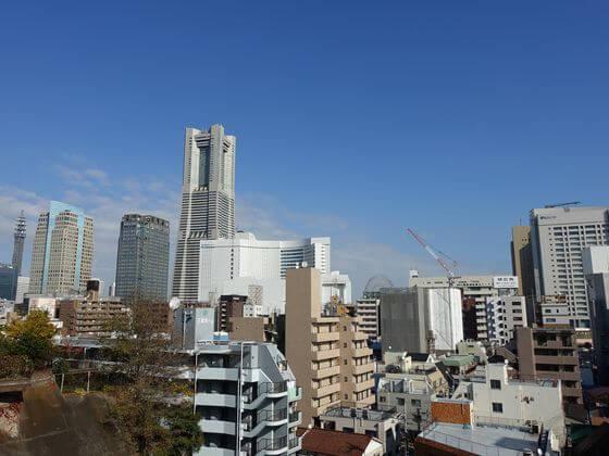 横浜成田山 景色