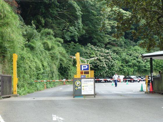 三渓園 駐車場