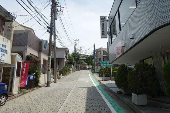 上大岡駅 東口 坂