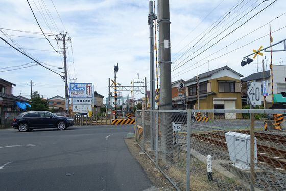 藤の牛島駅 踏切