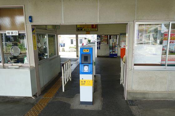 境町駅 改札口