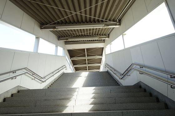 境町駅 連絡階段