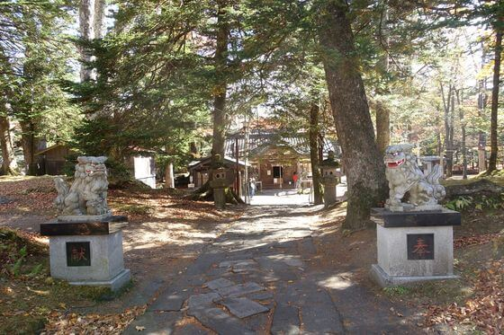 軽井沢諏訪神社 境内