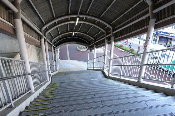 中浦和駅 東口 階段