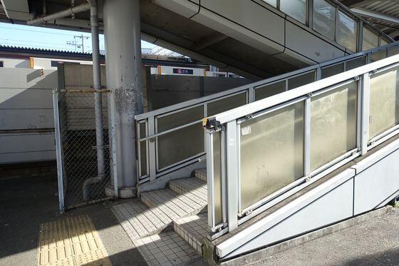 菊名駅 連絡階段