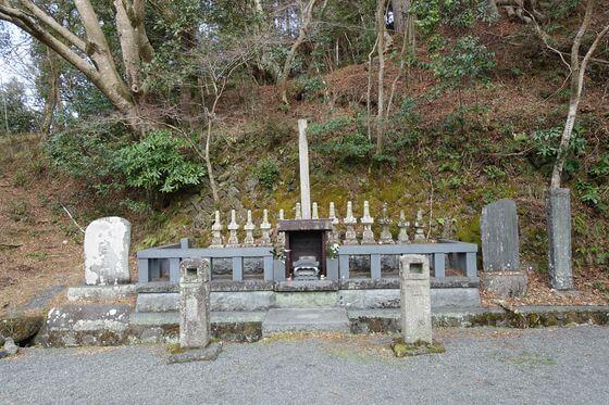 十三士の墓