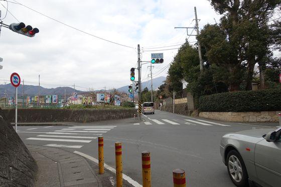 東名バス停下交差点