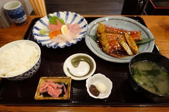 下田海鮮やまや 金目鯛の煮つけとお刺身の定食
