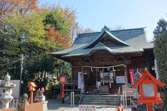尾曳稲荷神社 社殿 紅葉