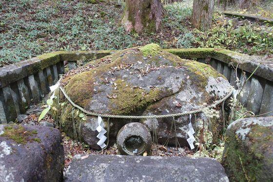滝尾神社 子種石