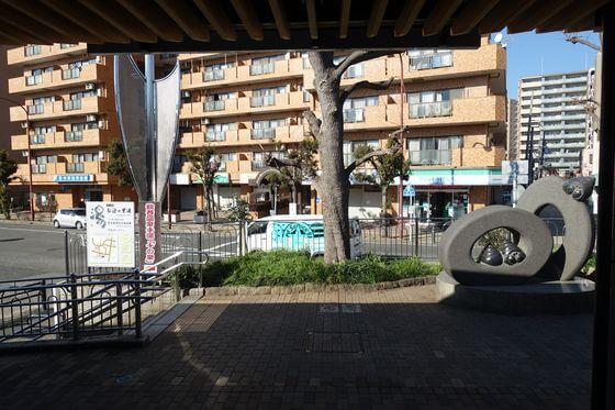 鶴巻温泉駅前
