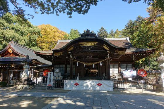 武田神社 拝殿 紅葉
